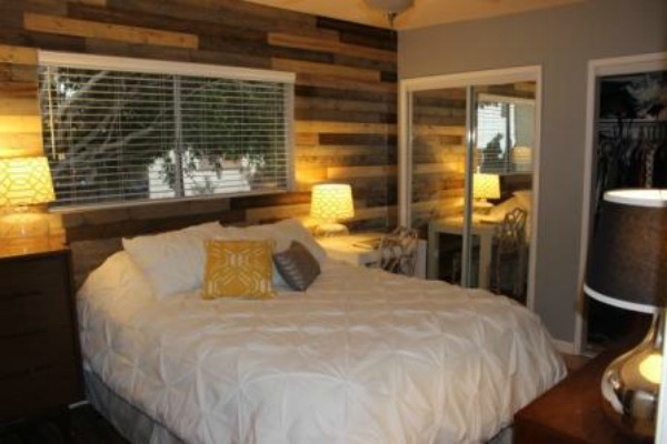 How To Install A Diy Wooden Pallet Wall Easy