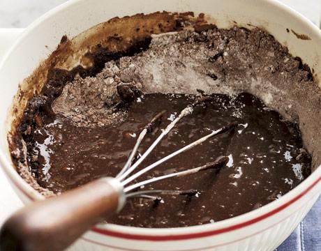 http://clv.h-cdn.co/assets/cm/15/08/54ea3f0caefd7_-_chocolate-cake-batter-abfood0706-de.jpg