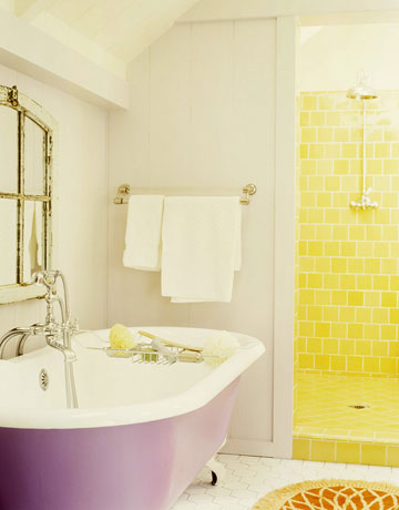 Country style bathrooms country bathroom decor for Purple and yellow bathroom ideas