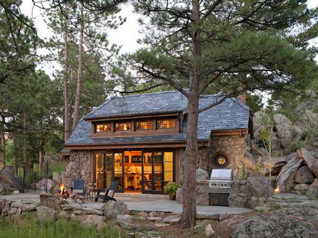 Look inside this tiny mountain home small cottages for Mountain home designs colorado