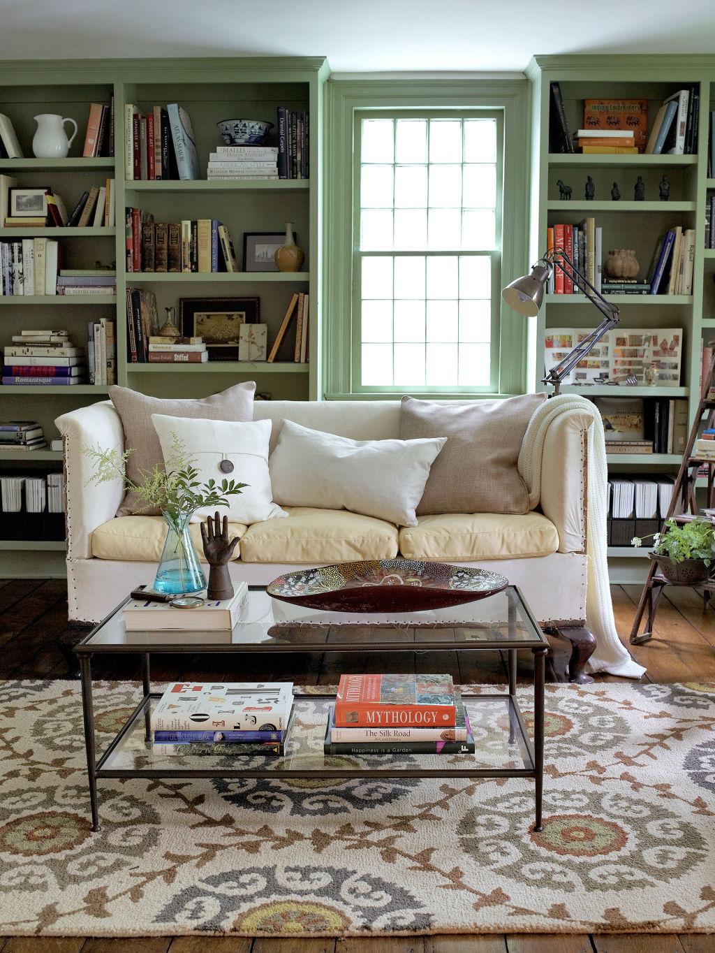 Ellen allen connecticut farmhouse farmhouse decorating ideas for Bookshelf ideas in living room