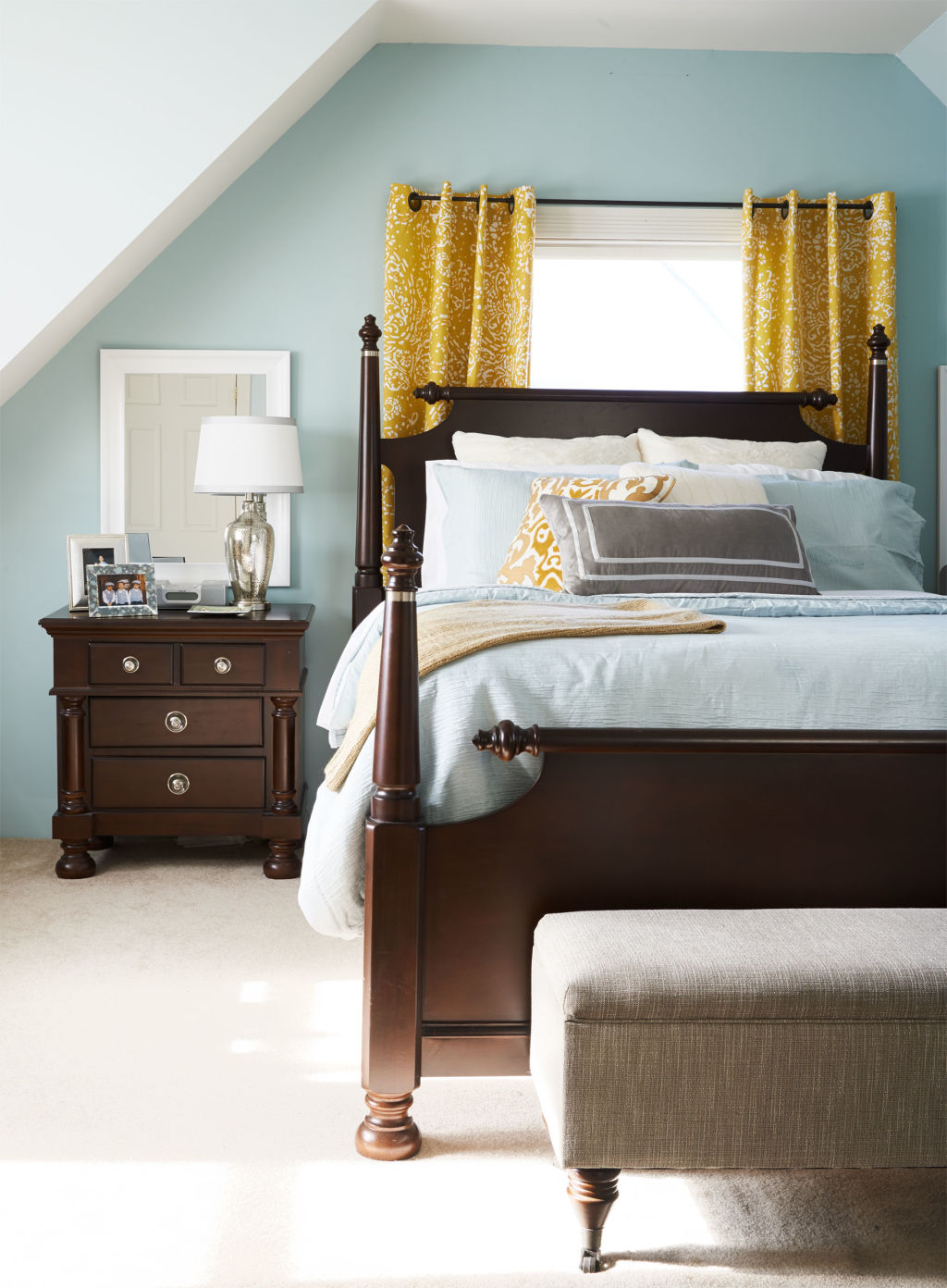 Organizing your bedroom how to declutter your bedroom for Declutter bedroom ideas