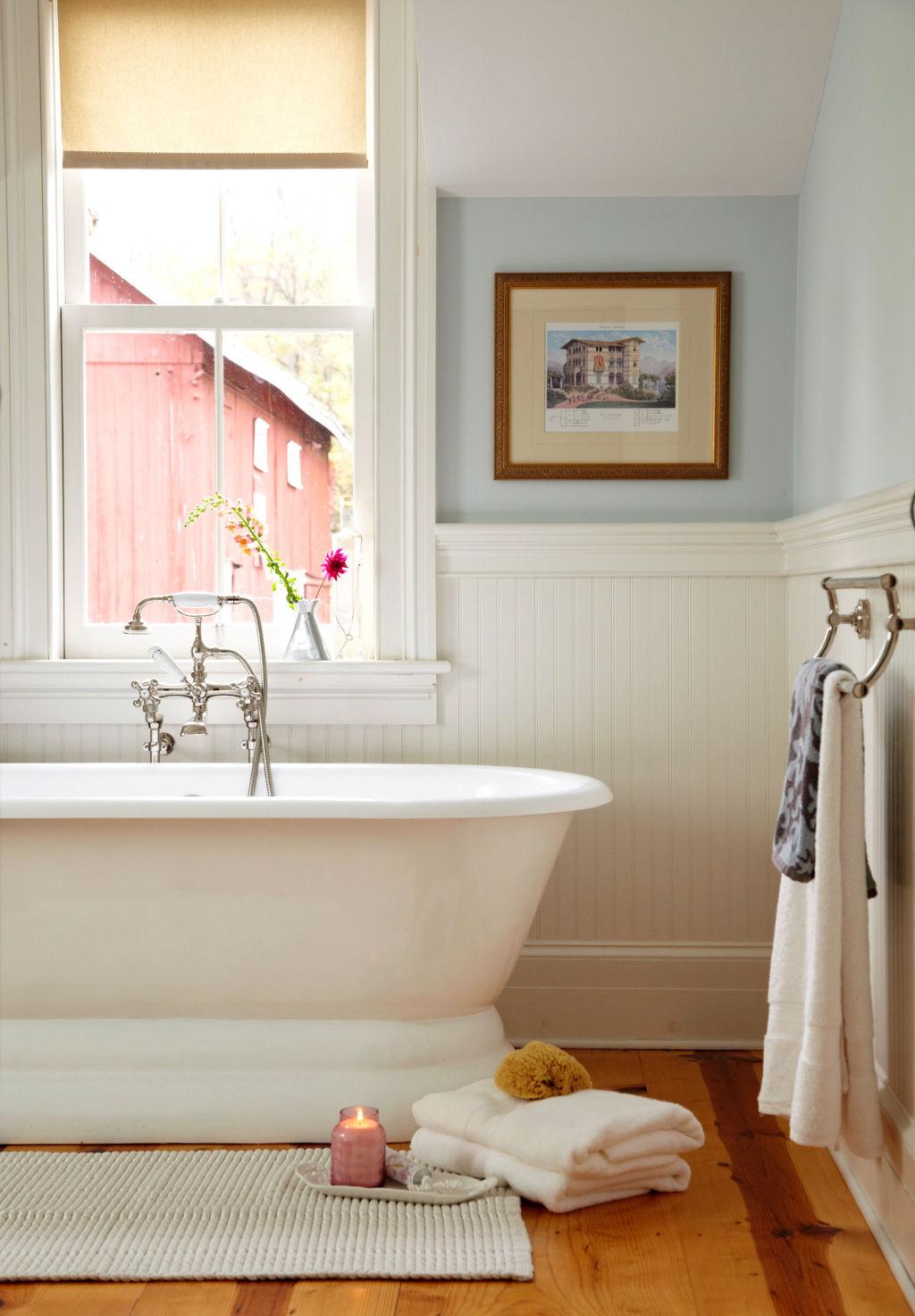Bathroom decor bathroom decorating ideas for Country living bathroom designs