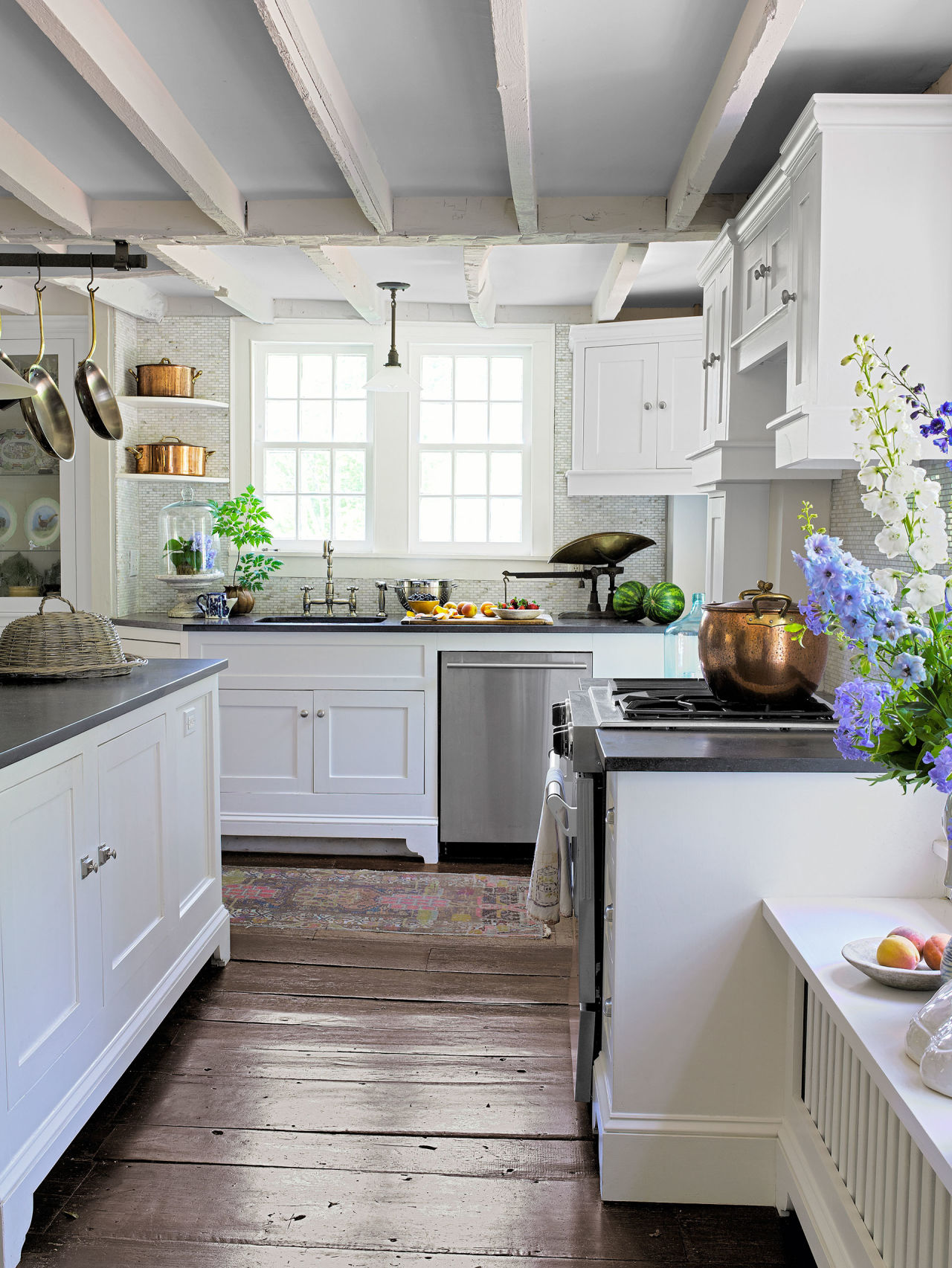 Ellen allen connecticut farmhouse farmhouse decorating ideas for Country living kitchen designs