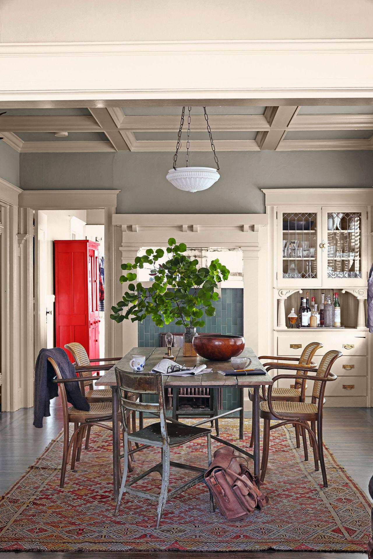 Rod hipskind vintage decor vintage decorating ideas for Cottage dining room ideas