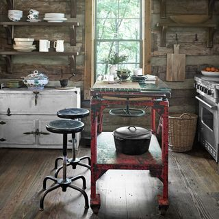 A Cozy Tennessee Cabin Gets Filled With Reclaimed Materials.