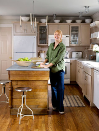 Lori guyer budget kitchen remodel cheap kitchen for Country kitchen remodel on a budget