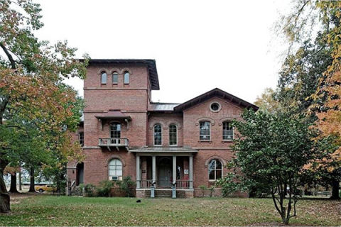Spooky southern mansions for sale historic homes for sale for Southern living homes for sale
