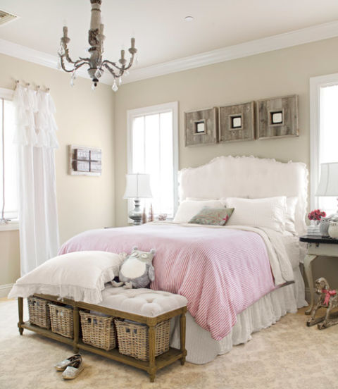 The homeowner of this Arizona home slipcovered the headboard in gossamer linen from Bella Notte; the duvet cover is homemade. At the foot of the bed, a tufted bench provides a place to sit.<br />   Amazing Kids&#8217; Rooms ideas 54eb0264233af   north by southwest bedroom 1212 xln