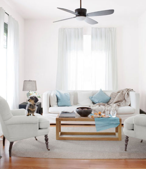 White living rooms ideas for white living room decorating for Arredamento country moderno