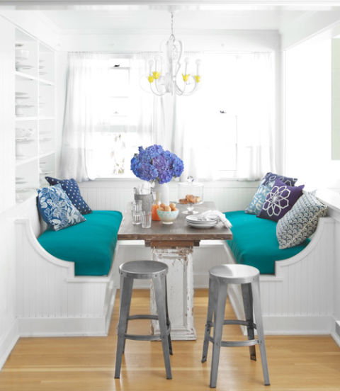Built In Kitchen Table: Colorful Decorating Ideas