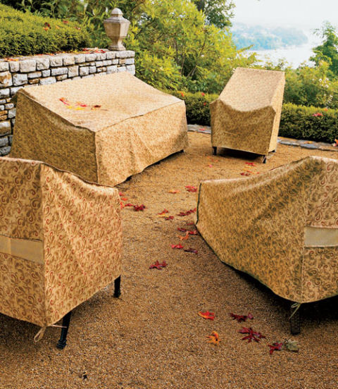 Find a lightweight, woven polyester furniture cover to keep water out while still letting air circulate. Conversely, a heavy-duty polyester design will help prevent furniture from cracking in extreme temperatures.