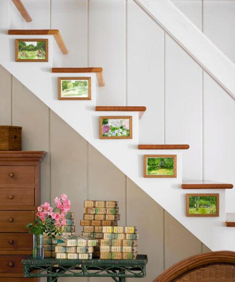54eb28a299e8e   tony shalhoub home stairs 0510 s3 Trang trí cầu thang sáng tạo đơn giản cho ngôi nhà thêm xinh