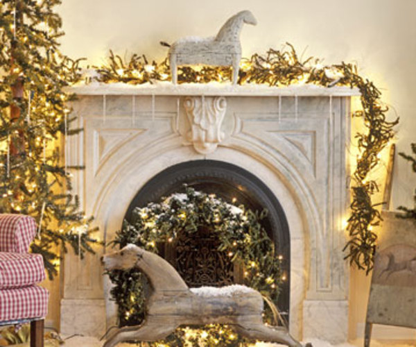 Yuletide reverie for Colonial home christmas decorations