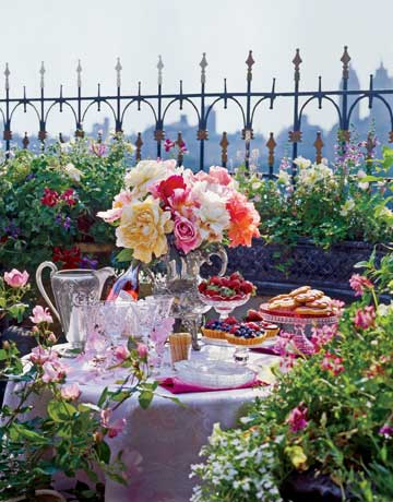 Spring centerpieces and table decorations spring table for Terrace party decoration ideas