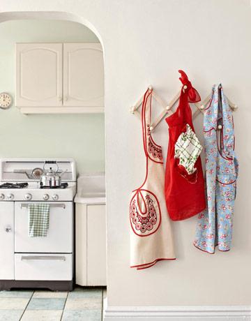 Pretty Kitchen Aprons - Cute Vintage Aprons