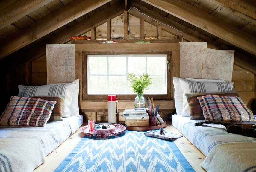 lake house sleeping loft - Lake House Interior Design Ideas