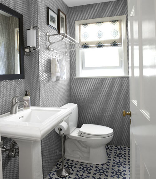 11 bathroom makeovers pictures and ideas for bathroom for Small bathroom makeovers