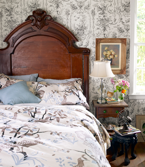 Genial Antique Bedroom Decor. This Website Provides Some Of Antique Bedroom Decor  References That You Can Try At Home. Running Out Of Some Fresh Ideas Can  Affect ...