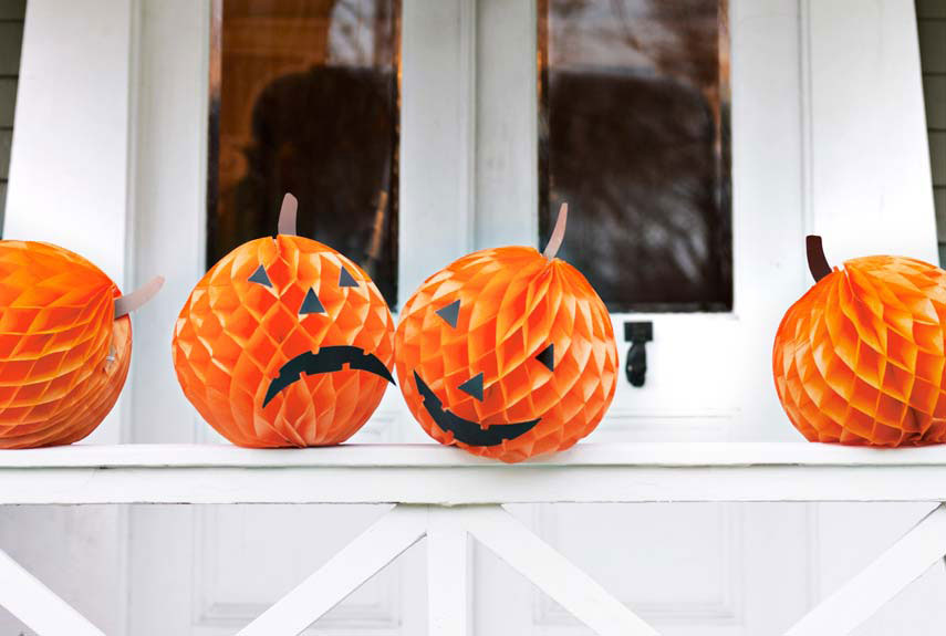 Paper pumpkins halloween craft ideas for Halloween crafts for adults decorations