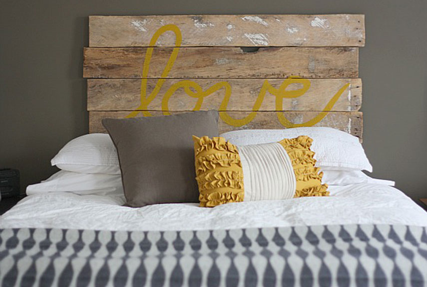 wood headboard - Diy Romantic Bedroom Decorating Ideas