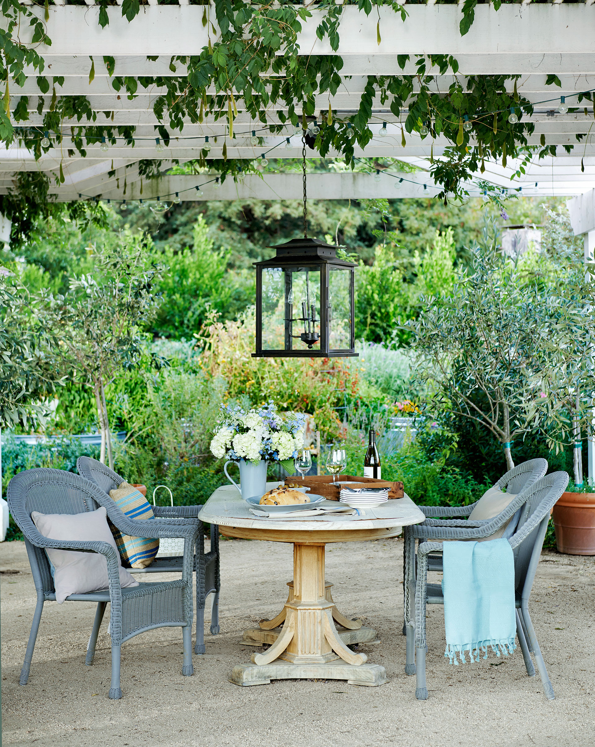 jann blazona california garden - farmhouse decorating and garden ideas