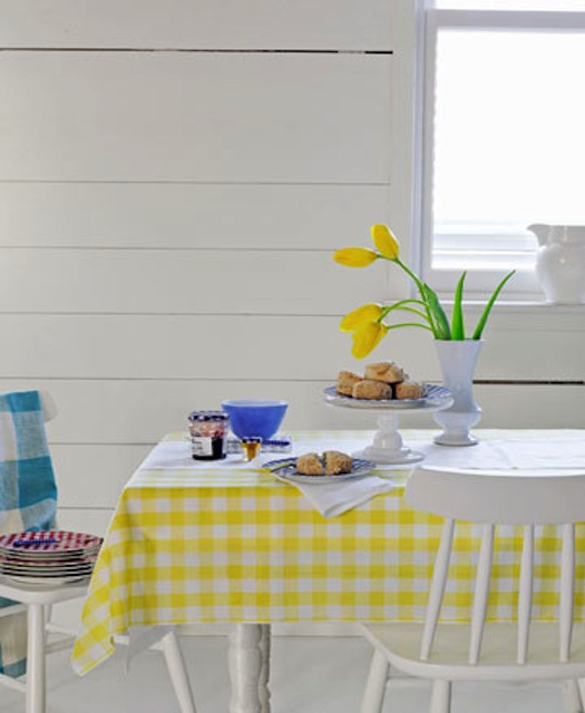 Decorate with gingham easy summer party ideas for Gingham decorating ideas