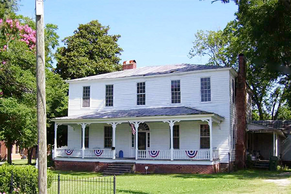 10 beautiful historic houses for sale for under 100 000 for Build a home for under 100k