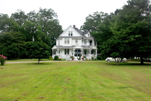 Homes for sale victorian home rolls royce real estate for Old country homes