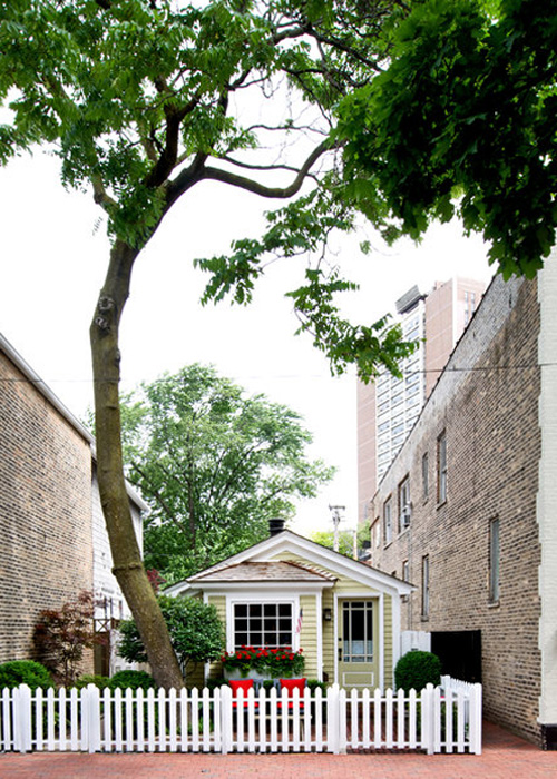Tiny Chicago Home Historic Old Town Cottage