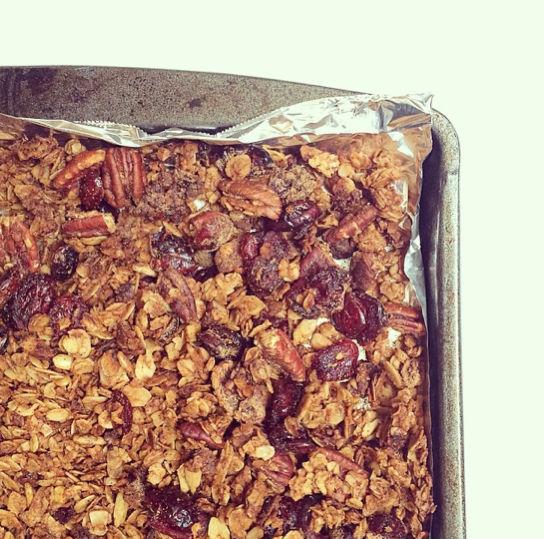 DIY Pumpkin Spice Granola - Easy Granola Recipe