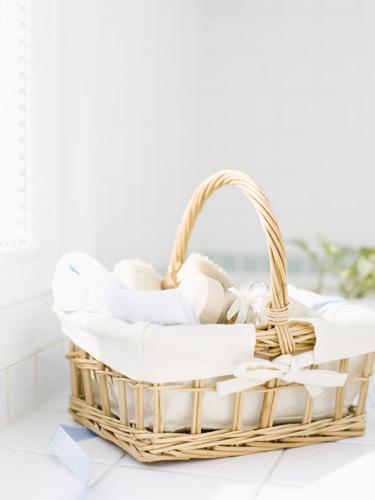 Amenity Basket. Cozy Guest Bedroom Ideas   Guest Room Essentials
