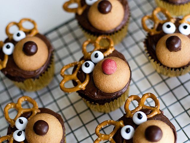 25 Easy Christmas Treats Ideas - Recipes for Holiday Treats to Make