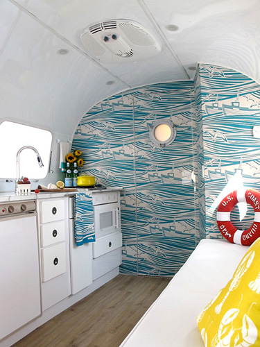 14 camper decorating ideas rv decor pictures for Airstream christmas decoration