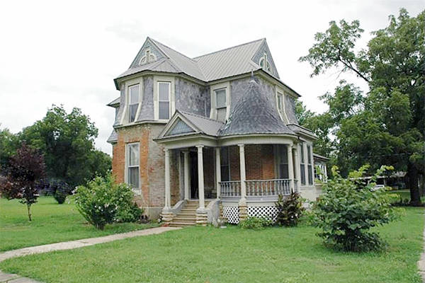 10 beautiful historic houses for sale for under 100 000 for Country home builders near me