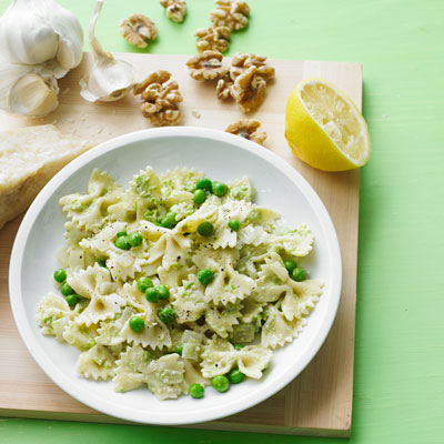 Pasta with Walnut Pesto and Peas – Worlds Best Recipies