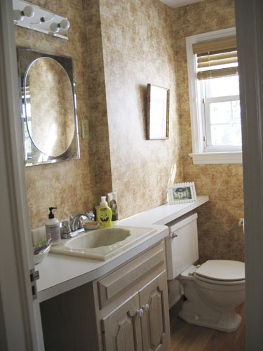 11 bathroom makeovers pictures and ideas for bathroom for Beautiful tiny bathrooms