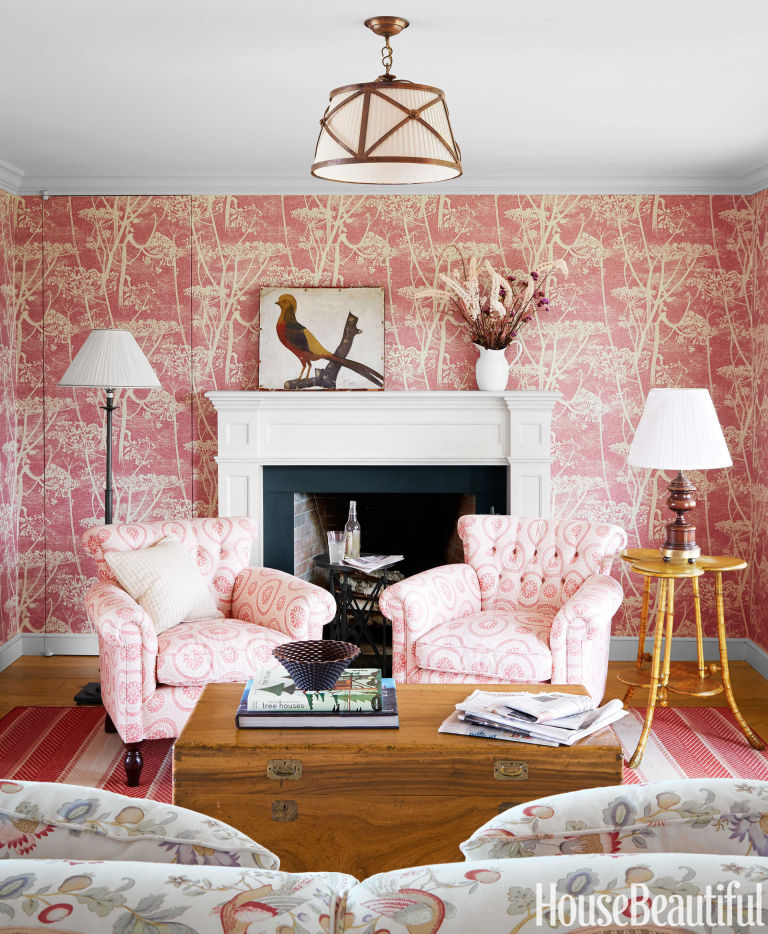 Colorful new england farmhouse farmhouse decorating ideas for Statement wallpaper living room