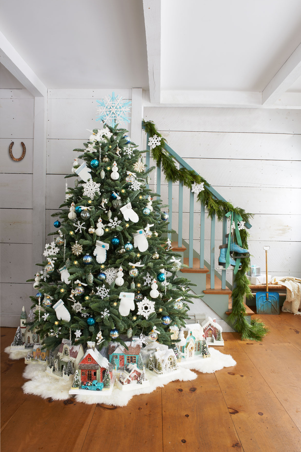 christmas tree garland 40 garland ideas decorating with garlands 29124