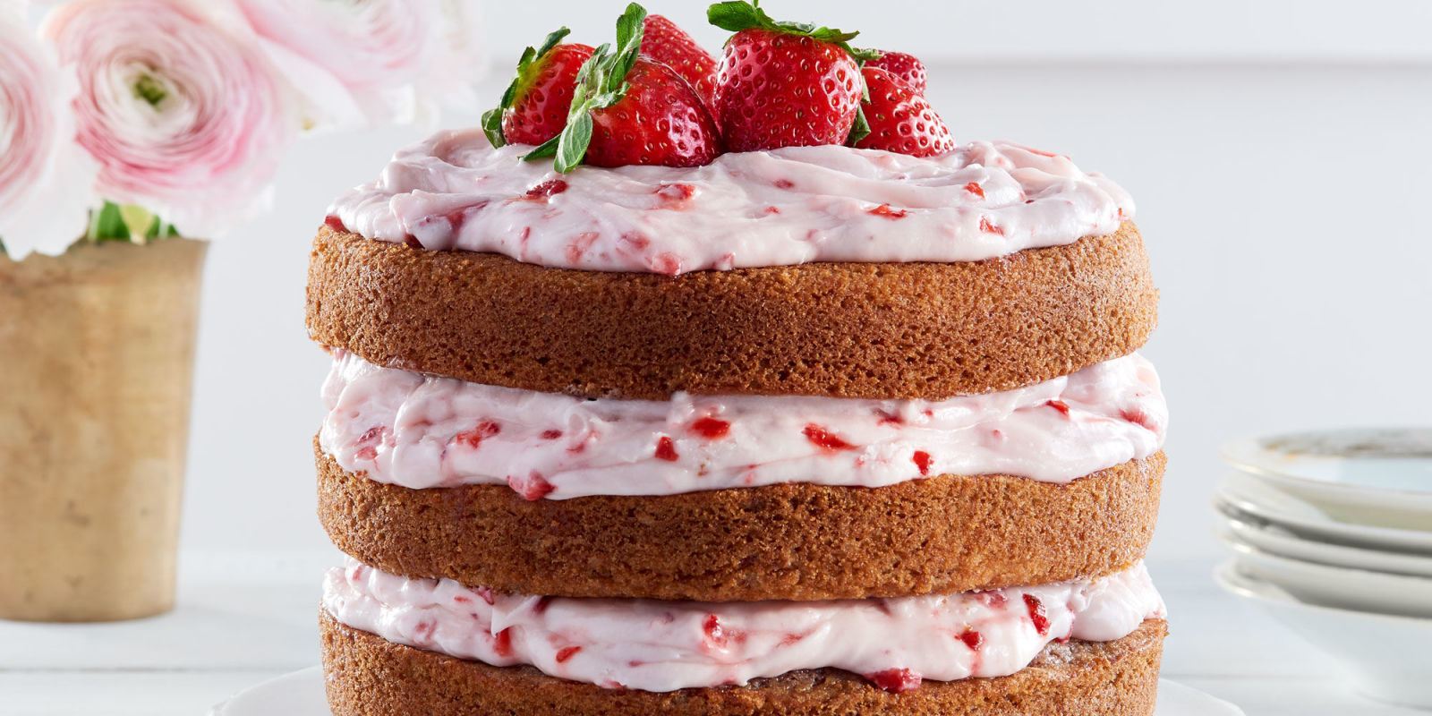 strawberry cake with cream cheese frosting strawberry limeade cake with strawberry cheese frosting 7739