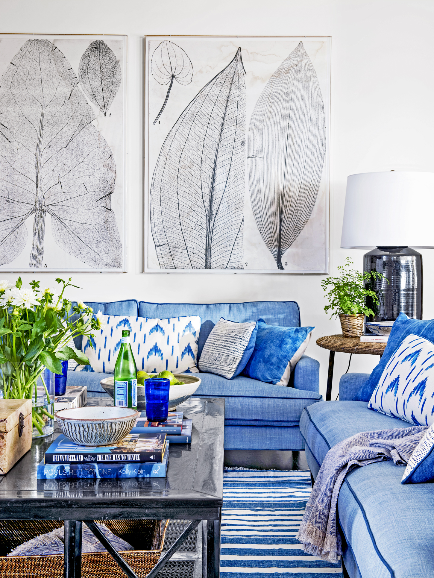 living room in blue blue and white rooms decorating with blue and white 17143