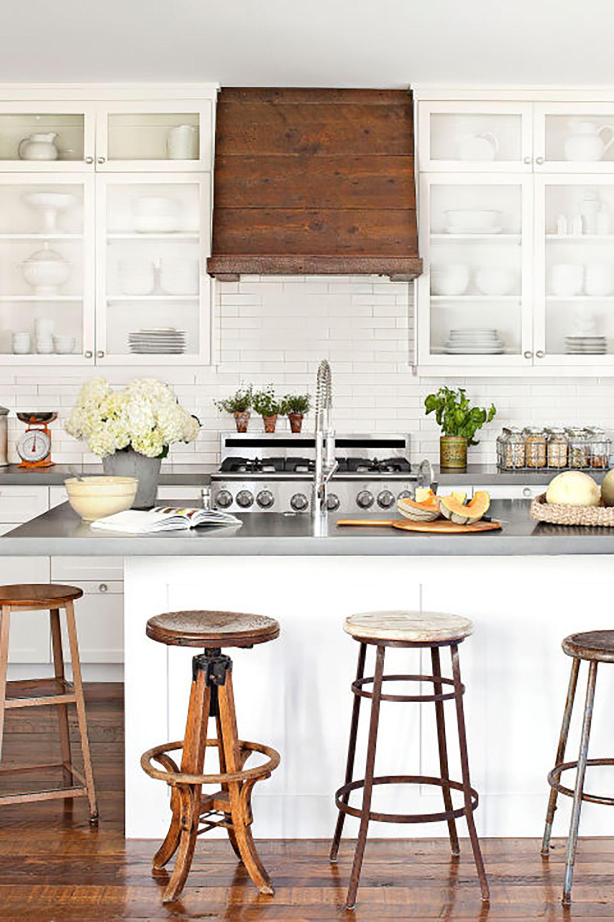 18 Farmhouse Style Kitchens - Rustic Decor Ideas for Kitchens on Farm House Kitchen Ideas  id=49910