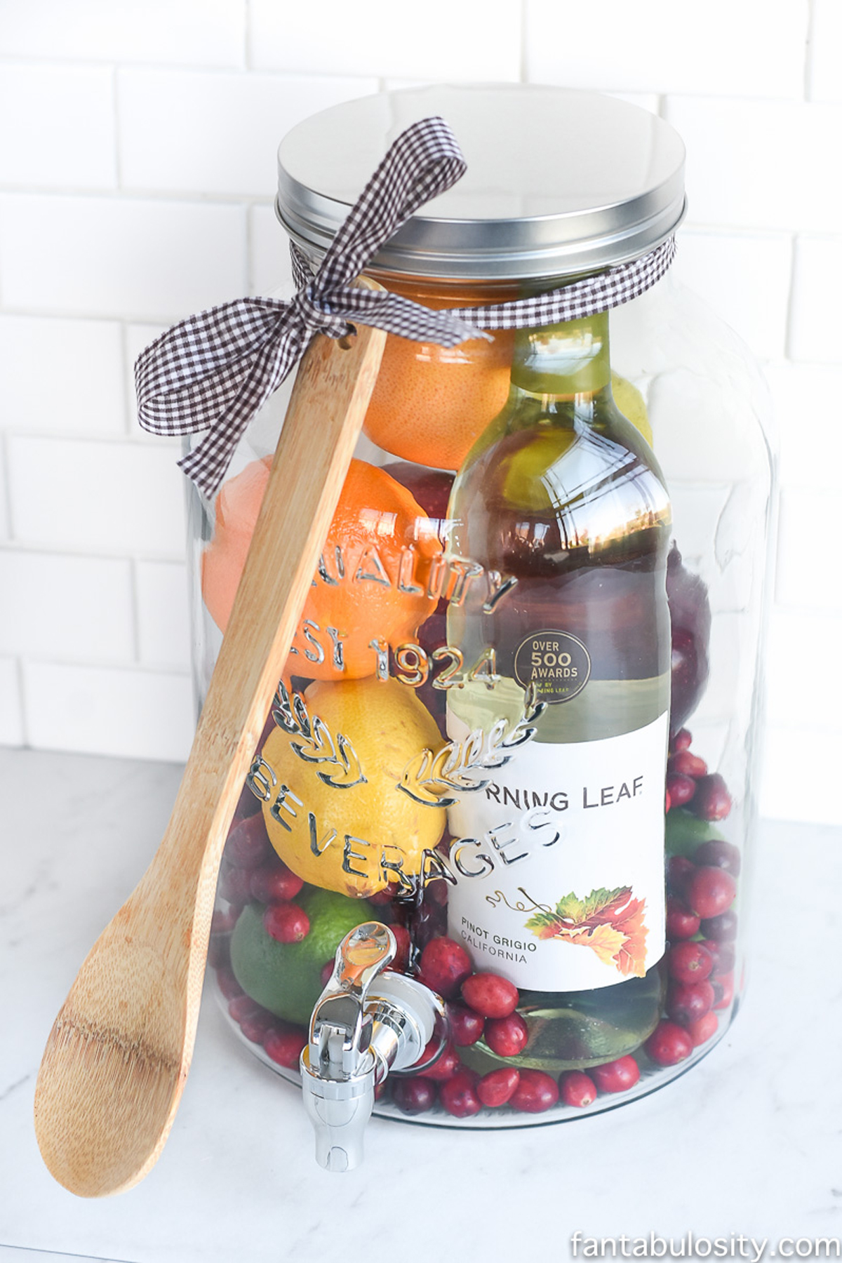 10+ DIY Christmas Gift Basket Ideas - How To Make Your Own ...